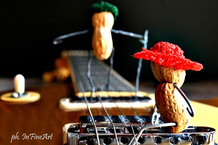 """Viaggio in...chitarra! """"La musica è il solo passaggio che unisca l'astratto al concreto"""" (Antonin Artaud)"""