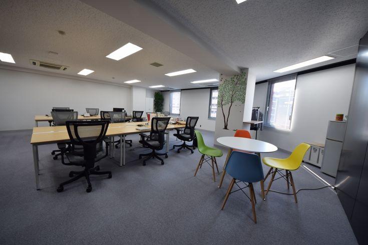 未来のあたりまえを創りだす――モノトーンと木目の爽やかオフィス|オフィスデザイン事例|デザイナーズオフィスのヴィス