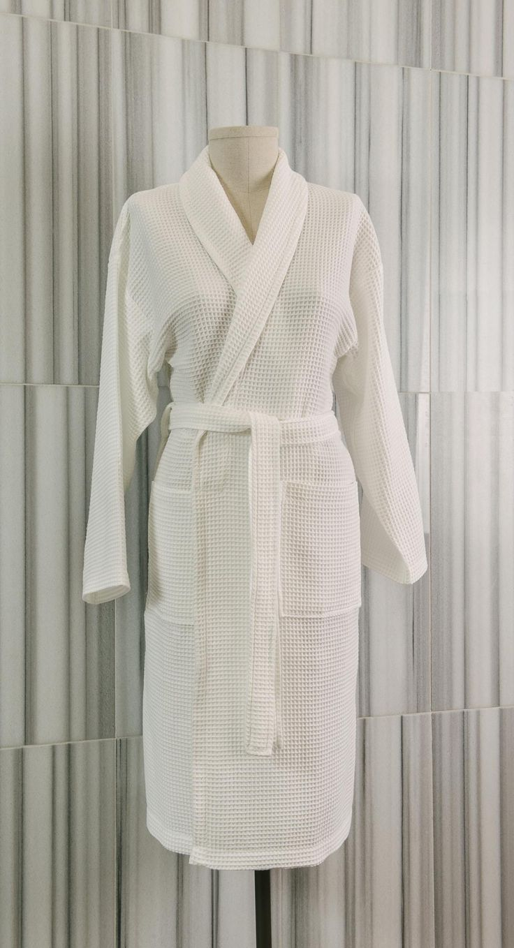 Loomed to a light 280 gsm weight, our Waffe Shawl Collar robe is the perfect choice for warmer months.  Made from 100% pure Turkish cotton, the design takes its inspiration from the Japanese kimono to delicately wrap around the body. Featuring two patch pockets, the robes come with a two-looped belt..  - See more at: http://www.talesma.com/eng/96/talesma--waffle-shawl-collar-bathrobe.html#sthash.xPzraAD3.dpuf