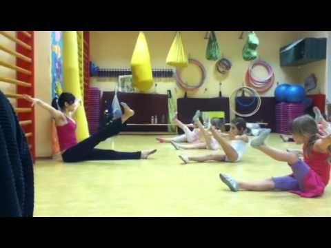 Gymnastika v domě dětí - YouTube