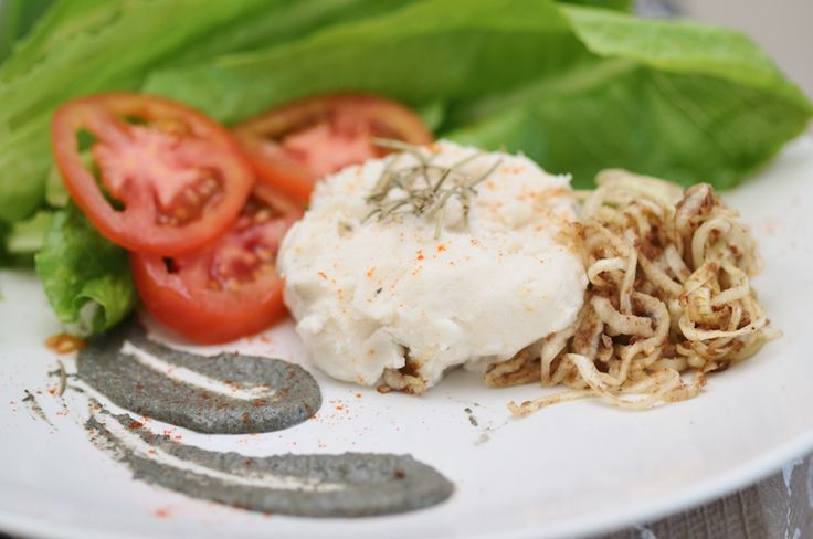 All #raw: jicama mashed 'potatoes', mushroom gravy, 'carmalized' onions #pureraw #glutenfree #dairyfree #zerosugar