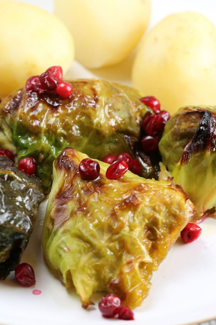 Kåldomar (stuffed cabbage rolls) are a great Swedish classic often served as a midweek meal, but also served as part of a Christmas buffet. They were first introduced into Sweden at the beginning of the 18th century after Karl XII invaded Turkey. His soldiers took stuffed vine leaves back to Sweden and replaced the vine leaves with cabbage leaves.