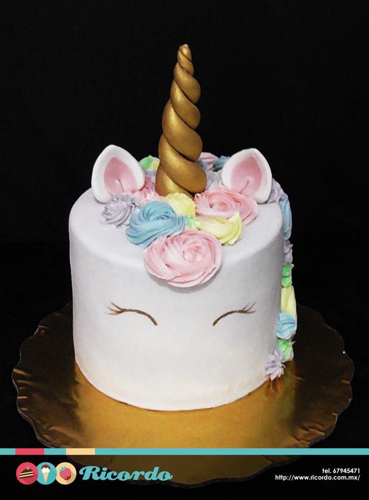 #MiercolesDeGaleria Las fiestas temáticas de Unicornio están de moda y en Ricordo Pasteles, no nos podíamos quedar atrás. Recuerda que no trabajamos con catálogo por lo que cualquier diseño que imagines, podemos elaborarlo. #pastel #fondant #fondantcake #unicornio #unicorn #unicornlove #unicorncake www.ricordo.com.mx
