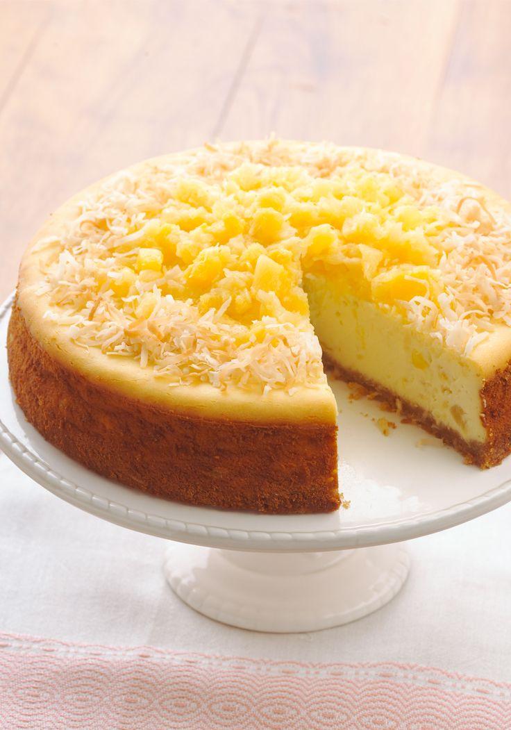 Cheesecake de piña colada-Esta magnífica receta combina los sabores tropicales de la piña colada con el infalible cheesecake. ¡Asombrará a todo tus comensales!