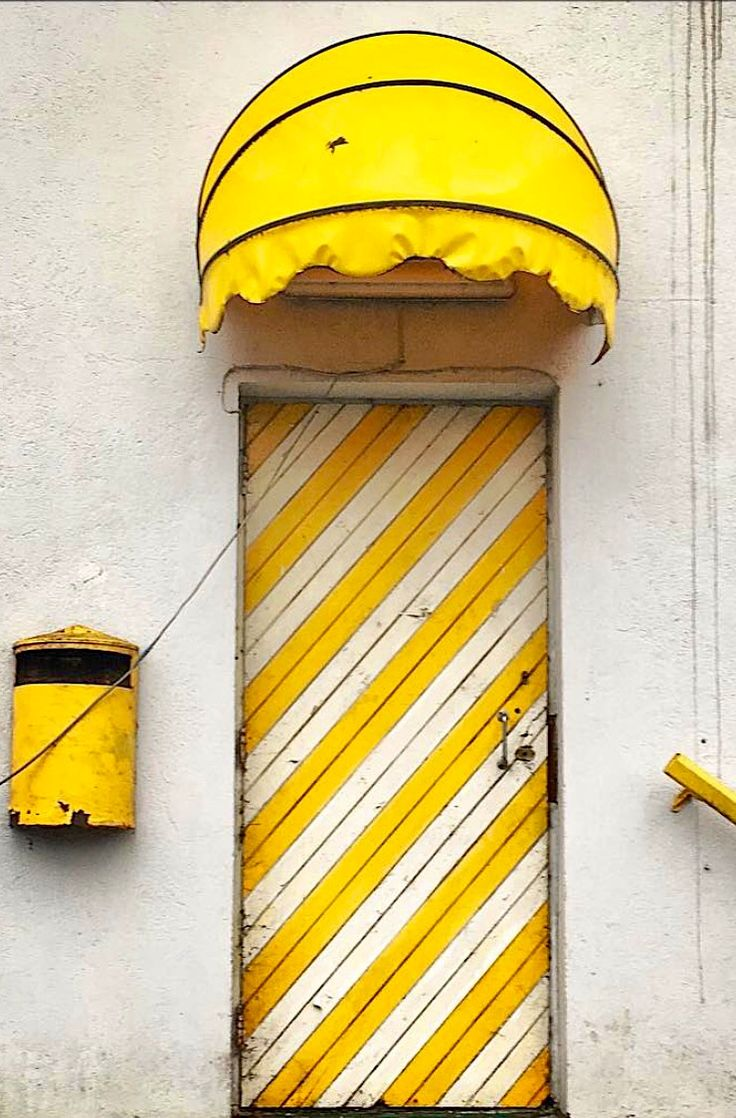 Fun Front door. Yellow and White front door. I hope I can use this idea someday!!