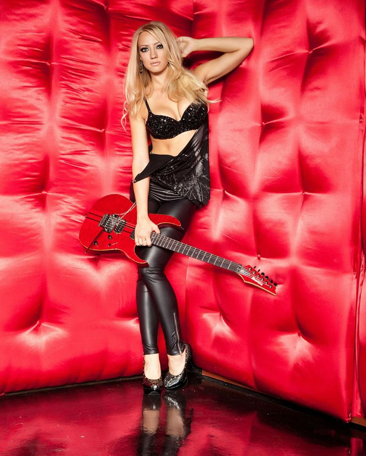 "ALICE COOPER --- Nita Strauss ""Sexy"" 11x14 Photo Poster in Entertainment Memorabilia, Music Memorabilia, Rock & Pop 
