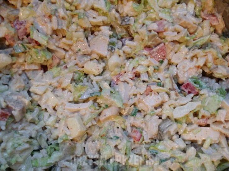 Sałatka z kurczakiem, kapustą pekińską i ryżem