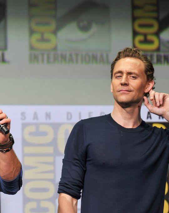Tom Hiddleston - Thor Ragnarok Marvel SDCC 2017. Photos by Emese Gaal and Kendall Whitehouse on Flickr. (Via Torrilla: https://m.weibo.cn/status/4134696285460940#&gid=1&pid=3 ) Larger: https://wx2.sinaimg.cn/large/6e14d388gy1fi0881k2cxj20sg0ixwka.jpg