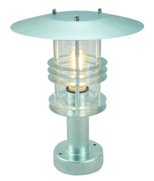 Lampa stojąca Stockholm 284.Gwarancja 15lat Norlys Norweski producent lamp zewnętrznych Norlys gwarantuje wysoką jakość produktu przez 15 lat.Szeroka gama lamp stalowych cynkowanych ogniowo to zupełnie nowe podejście do dekoracyjnego oświetlenia zewnętrznego. Użycie roztopionego cynku nadaje stali, poza wyjątkową odpornością na uszkodzenia, zadrapania i obicia, znakomitych własności antykorozyjnych. $74