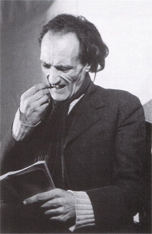 """spectrumvivace: """"J'aime mieux le bruit de mon pas sur la terre que le viol des éternités"""" Antonin Artaud """"Suppôts et Supplications"""", in OC XIV. Ph. Denise Colomb, 1947"""