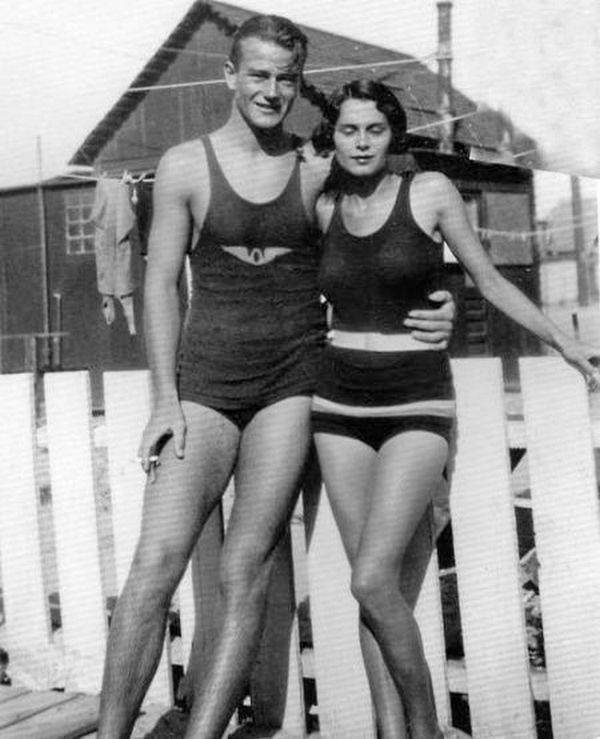 Ах, Лето! - история в фотографиях-Джон Уэйн и его жена Жозефина Saenz