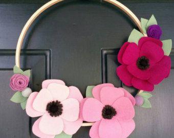 Rosa e grigio fiore di feltro ghirlanda corona di DaneJaneDesigns