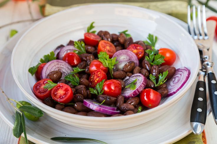 (Omit oil for Phase 1) Slow Cooker Pinto Beans, Tomatoes & Onion Salad - This works with any kind of dried beans, and cooking the beans in the crock pot makes this a pretty much effortless main dish. Serve 1/2 cup of the cooked beans per person.