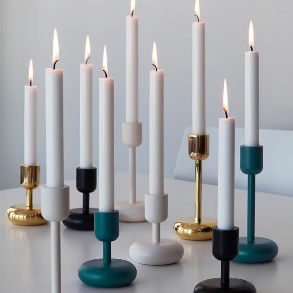 The Nappula candleholder has been designed for Iittala by Matti Klenell. The candleholder was born during a visit of the designer to the Nuutajärvi glass museum, where he admired an unusually shaped table and was inspired by it. Classic and modern are combined in the stylish Nappula candleholder. Nappula will add elegance to every décor.