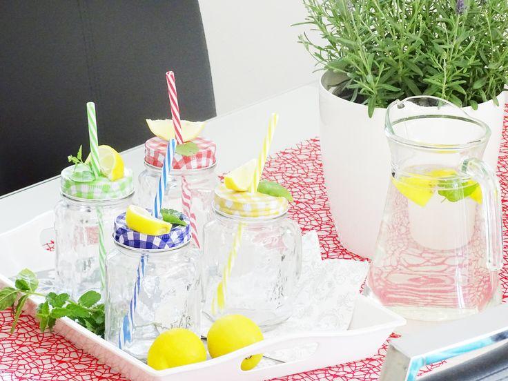 K dobrému jídlu neodmyslitelně patří i dobré pití. Pořiďte si tyto trendové párty sklenice s víčkem a brčkem http://bit.ly/1TXXGoM, které jsou na zahradu naprosto ideální. Osvěžující drink se z nich nevylije a máte jistotu, že vám nápoj nebude upíjet nějaký otravný hmyz.