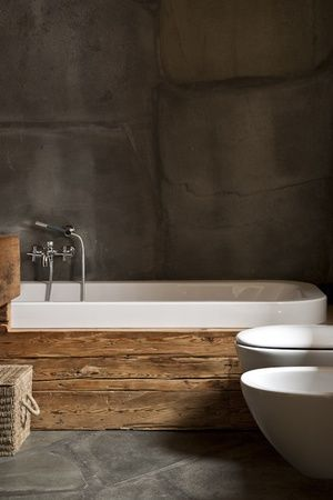 What a good idea .. Stained boards on the side of the tub!!! Cheap and looks nice !!