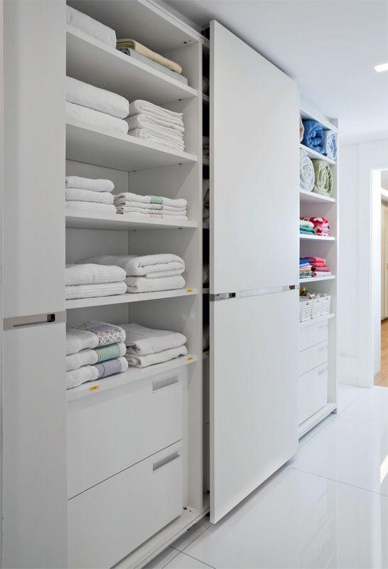 Para manter em ordem as suas roupas, os seus sapatos, os seus edredons e acessórios, é preciso ter um armário eficiente. Como esses que você vê nesta reportagem