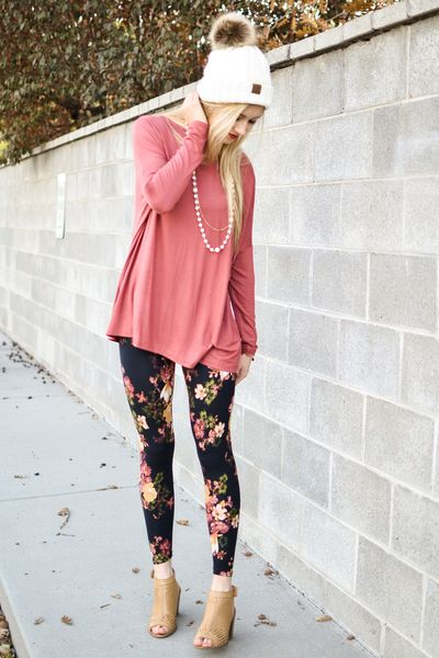 The perfect top for pairing with adorable patterned leggings. First lets talk about the material of this top, it is so soft, lightweight, and comfortable. Then the style is so breezy, perfect for morn
