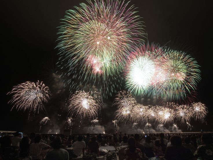 "https://flic.kr/p/6PLMPv | starmine #1 | We Japanese call this kind of combination fireworks ""Starmine"". I don't know the reason why...   34th Yaizu Firework Festival, 14th Aug. 2009  View Large On Black"