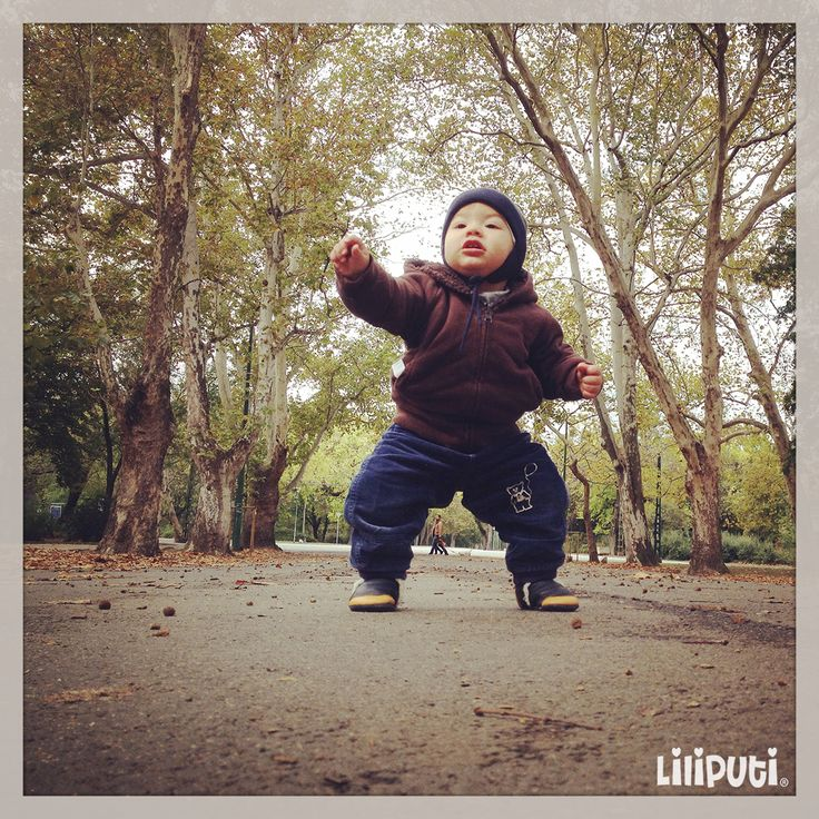 Liliputi Kung Fu fighter :)  BAREFOOT   A significant part of the experts nowadays, suggest that the child be barefoot as much as possible, as this ensures the cartilage and muscles of the baby's feet to develop properly.  However is not always possible to be barefoot! THAT is WHY we have the Liliputi® Soft Baby Shoes #softbabyshoes #barefoot #orthopedic  #liliputistyle #babyboots #winterboots #babybooties