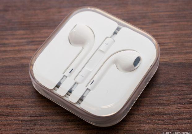 Apple EarPods  Muy buenos audifonos, lo mejor de todo (para mi) es que tienen el microfono integrado en el audifono, mas no en el cable