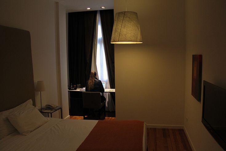 Esplendor HotelMontevideo [Montevidéu, Uruguai] Escolher um hotel ou pousada é sempre um desafio. Além de um preço compatível com o orçamento, alguns fatores pesam na seleção, já que passamos uma boa parte do tempo ali, trabalhando. Linha de corte primária (depois do valor, é claro): wi-fi disponível em todas as áreas. Usamos o Booking paraContinue Lendo