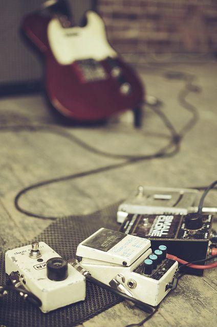 Fender Telecaster y un lindo set de pedales.