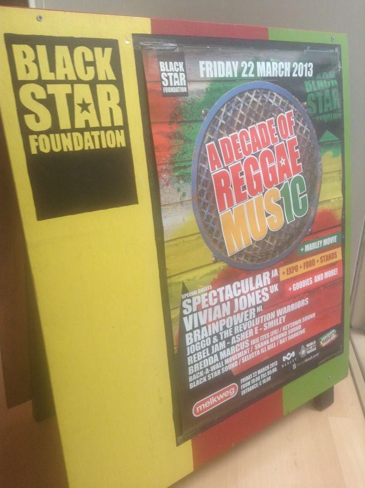 Reclamebord gemaakt voor Black Star Foundation. Multifunctioneel, zie hier toepassing 2: er past namelijk precies een poster op!