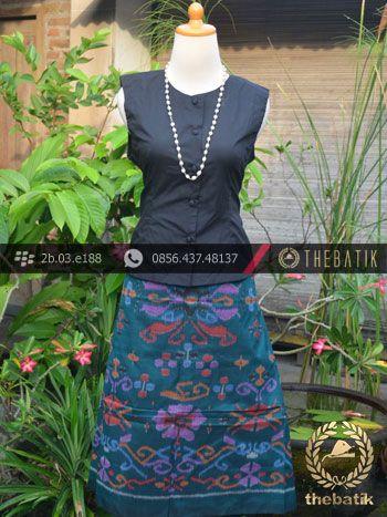 Kain Tenun Indonesia Motif Bunga Tosca | Indonesian Ikat Fabric Pattern Design http://thebatik.co.id/kain-batik-bahan/