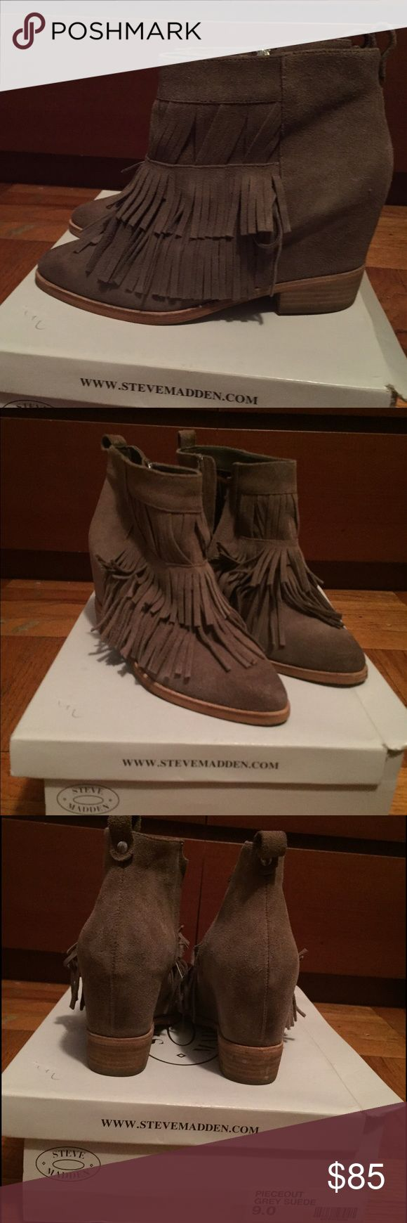 Women's Steve Madden gray suede wedge boots sz 9 Steven maddens gray suede wedge boots with zipper & fringes. Only worn twice, still in great condition Steve Madden Shoes Wedges