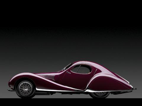 Paula tiene un Talbot-Lago 1937. El coche es rápido y pequeño.