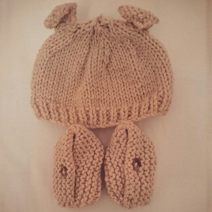 Natural colour baby set. Booties and bear hat