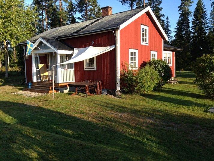 Stuga i Hälsingland till uthyrning. Här bor ni i ett fint hus i natursköna området kring Dellen sjö