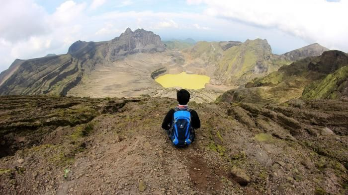 Gunung Kelud - Keelokan Gunung Api Aktif Kabupaten Kediri, Kawah Kuning Mengintip dari Bibir Kaldera