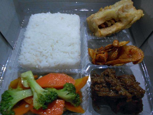 Nasi Kotak Daging Kelem - http://cateringsemarang.com/lunch/nasi-kotak-daging-kelem/