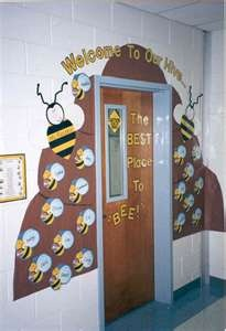 Bulletin Boards to Remember: Back to School ...Welcome to Our Hive. For Lesley!!: Bees Hives, Classroom Decor, Schools, Doors Decor, Bulletin Boards, Bees Theme, Bulletinboards, Classroom Ideas, Classroom Doors