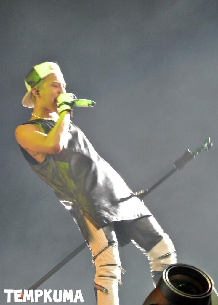 GD at F1 Night Race Singapore (cr on pic)#200