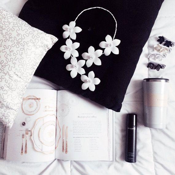 Collana fiori di loto in gomma di NoxCreare su Etsy