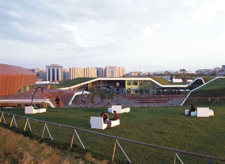 Meydan Umrayine un Mall que se integra a su entorno