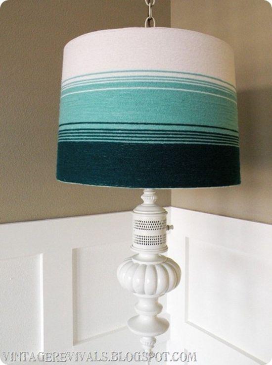 Cúpula de abajur com fios de lã.