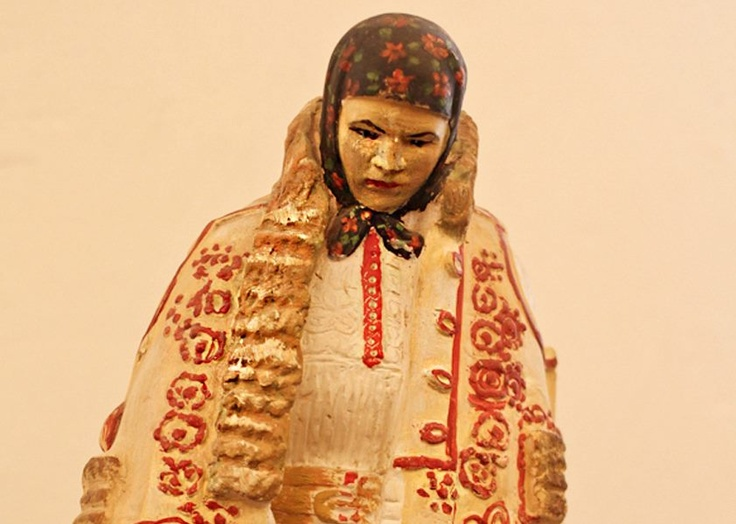 Iaca si-un costum popular ca odinioara. In muzeul etnografic din Rimetea l-am admirat pe indelete.