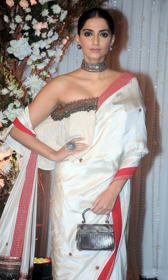 Sonam Kapoor at Bipasha Basu, Karan Singh Grover's wedding reception.