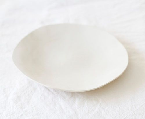 Material love - smooth matte ceramic | Handmade White ceramic plate | made by Lookslikewhite Ceramics | STIL INSPIRATION Great.Ly Boutique #InstantGreatlyMakeover