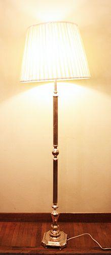 Lampada piantana sheffield base quadra. H.cm.166. http://www.pisanogenova.it/catalogo/106-lampada-piantana-sheffield-base-quadra