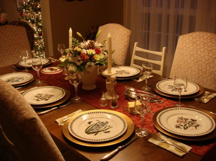 18 best christmas table decorations images on pinterest for Christmas centerpieces for dining room table