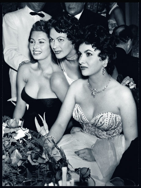 Sophia Loren, Yvonne de Carlo und Gina Lollobridgida, 1954 (Courtesy stern.de / © Heinz Köster/Deutsche Kinemathek)