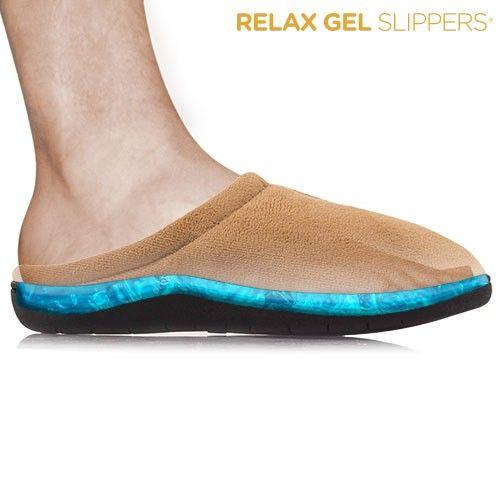 Descoperiți cea mai bună soluție pentru confort grație Papucilor de Casă Relax Gel. Tălpile Papucilor de Casă Relax Gel sunt realizate din gel anti-oboseală care elimină impactul generat atunci când mergeți sau stați in picioare. Papucii de Casă Relax Gel  elimină durerea de apăsare a picioarelor, gleznelor, genunchilor și spatelui. Gelul anti-oboseală nu își pierde proprietățile, iar papucii de casă vă oferă sprijinul și fermitatea de care aveți nevoie.