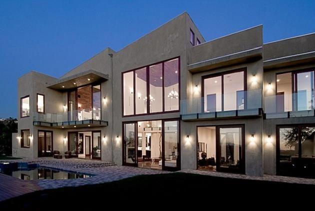 Rihanna's House In Beverly Hills, California