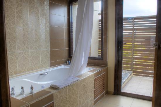 Melia Buenavista: Bath