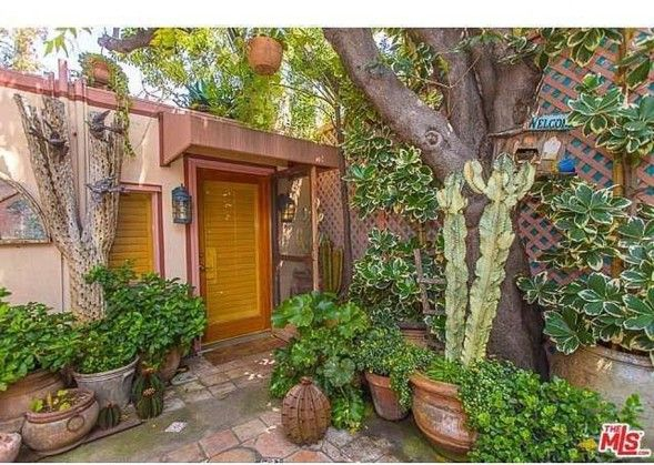 Dolly Parton's Hollywood House is All Country | Zillow Blog